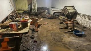Afyonkarahisarda 3 ev sular altında kaldı