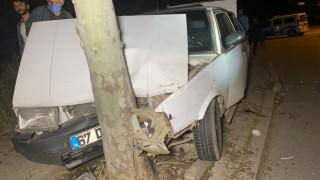 Ağaca çarpan otomobil hurdaya döndü: 4 yaralı