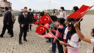 Ağrı Valisi Varoldan Taşlıçay Selahaddin Eyyubi İlk/Ortaokuluna ziyaret
