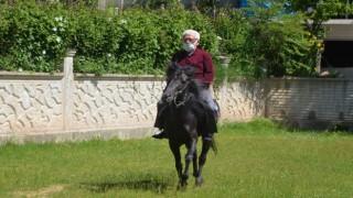 Askerde bindiği at, sivil hayatta şampiyon yaptı