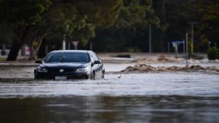 Avustralyayı şiddetli rüzgar ve sel vurdu