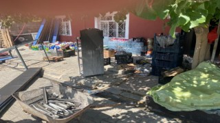 Bakkalda çıkan yangın tüm ürünleri kül etti