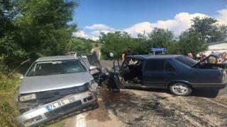 Bartında iki otomobil çarpıştı: 2 yaralı