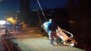 Başkentte otomobil dereye uçtu: 4 yaralı