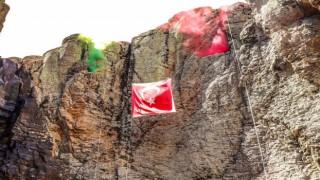 Bingölde jandarma 50 metrelik Çır Şelalesinden dağcılık inişi yaptı