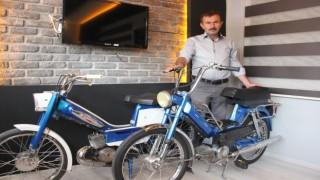 Çocukluk zamanının motosikletleri iş yerinde baş tacı yaptı