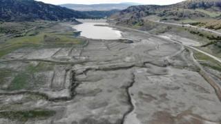 Çorumda 11 milyon metreküp rezerve sahip barajda 305 bin metreküp su kaldı