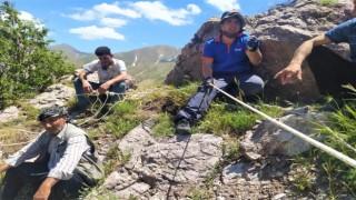 Dağda mahsur kalan çobana AFAD ekipleri yetişti