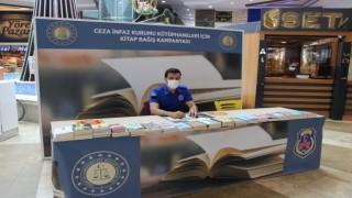 Highwayde açılan kitap bağış standına yüzlerce kitap bağışlandı