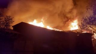 Hindistanda korkutan yangın: En az 20 ev küle döndü