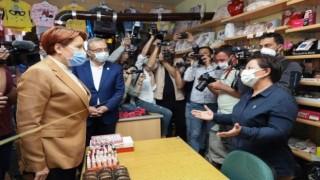 İYİ Parti Genel Başkanı Meral Akşener, Niğde'de esnafla buluştu