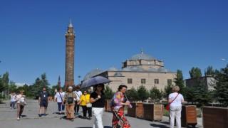 Karsa turistler gelmeye başladı