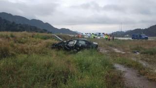 Kaygan yolda takla attı: 1 ölü, 2 yaralı