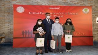 Mamak Belediyesinin düzenlediği '23 Nisan Yarışmasının finalistlerine ödül