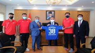Mehmet Cabbar ve Develi Belediyespor kulübünden Vali Günaydına ziyaret