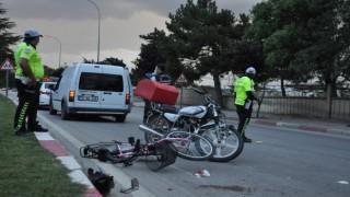 Moto kuryenin çarptığı bisikletli kız çocuğu ağır yaralandı
