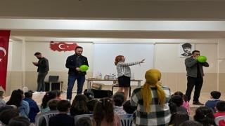 Öğrencilerden Mucit abla ile küçük mucitler gösterisine ilgi