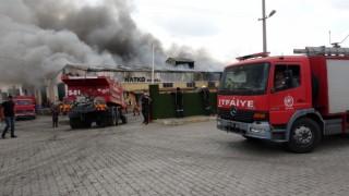 Osmaniyede plastik geri dönüşüm fabrikasında yangın