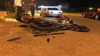 Otomobil ile motosiklet çarpıştı:1i ağır 2 kişi yaralandı