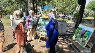 Resim öğretmeni olmak istiyordu, ressam oldu köyde sergi açtı