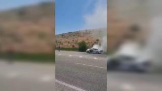 Sağlık ekipleri bu defa araç yangınını söndürdü