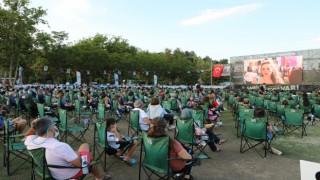 Sahilde Sinema Var etkinliği Antalyalıları buluşturdu