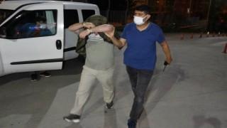 Samsunda şehitlikteki bayrağı çalan 2 kişi yakalandı
