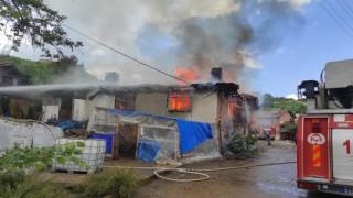 Simavda yangın: 2 ev ve 1 samanlık kül oldu
