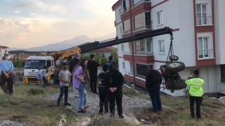 Traktör şarampole devrildi, kadın sürücü yaralandı