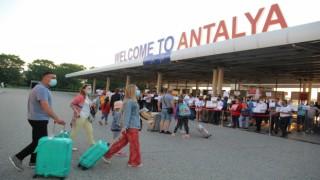 Turizm kenti Antalyaya Rus turist akını başladı
