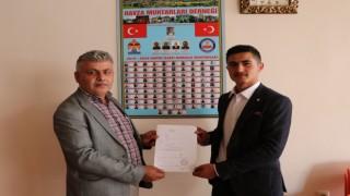 Türkiyenin en genç muhtarı derneğe üye oldu
