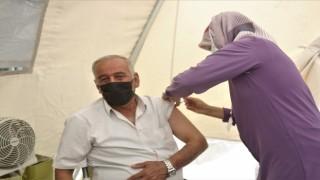 Vanda kurulan stantlarda 240 bin kişi aşı oldu