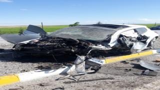 Afyonkarahisarda otomobil bariyerlere çarptı: 3 ağır yaralı