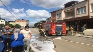 Sancaktepede bir evde çıkan yangında anne ve çocuğu dumandan etkilendi