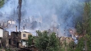 Artvinin Yusufeli ilçesi Yüncüler köyündeki yangın kontrol altına alındı