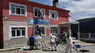 Gümüşhanedeki en uzak köy okulunun tadilatını polisler yaptı