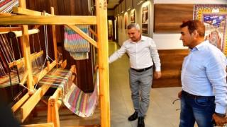 Malatyalı Türk Halk Müziği sanatçısı Selahattin Alpay, Tekstil Müzesini gezdi