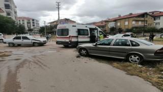 Aksarayda iki otomobil çarpıştı: 2 yaralı