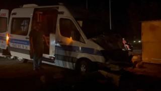 Alanyada ambulansla hafif ticari araç çarpıştı: 1 yaralı