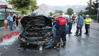 Amasyada seyir halindeki otomobil alev alev yandı