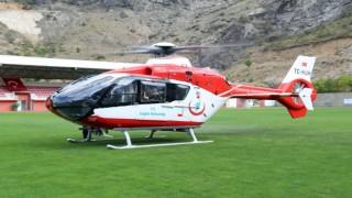 Ambulans helikopter Gümüşhaneli hasta için stada indi