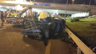 Ankarada aydınlatma direklerine bakım yapan işçilere araba çarptı: 1 ölü, 3 yaralı