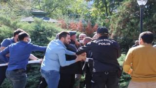 Aşı karşıtlarının mitinginde polise yumruk atan kişi gözaltına alındı