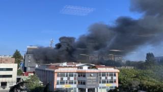 Bahçelievlerde bulunan bir fabrikada bilinmeyen bir nedenle yangın çıktı. Olay yerine itfaiye ve polis ekipleri sevk edildi.