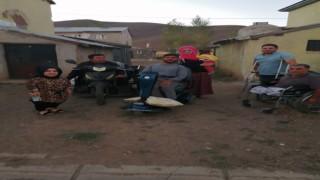 Bingölde engelli gence 3 tekerlekli elektrikli scooter hediye edildi