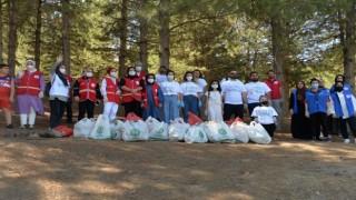 Bingölde gönüllüler çevre temizliği yaptı