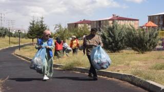 Bitliste gönüllüler çöp topladı