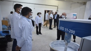 Bitliste öğrencilerin ürettiği boyalar okulların ihtiyacını karşılıyor
