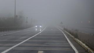 Bolu Dağında yoğun sis görüş mesafesini 20 metreye düşürdü