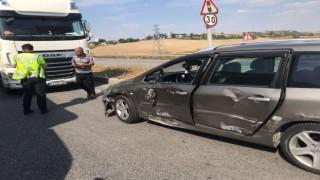Edirnede tır otomobile çarptı: 1 yaralı